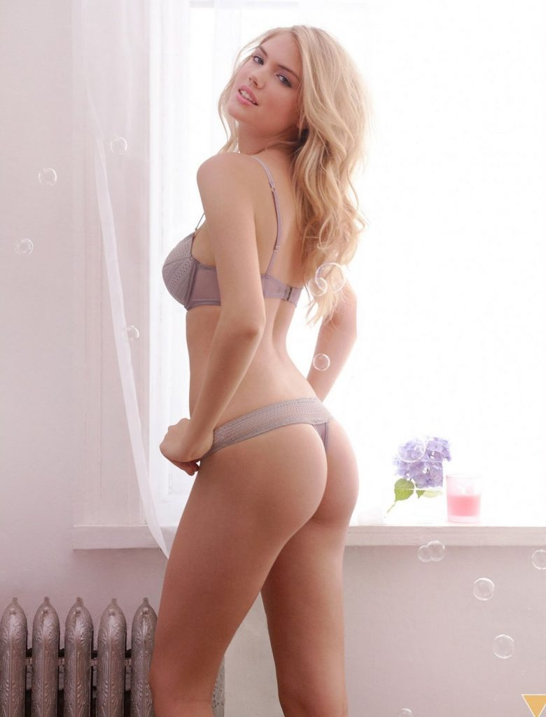 Kate Upton Naked Showing Her Ass