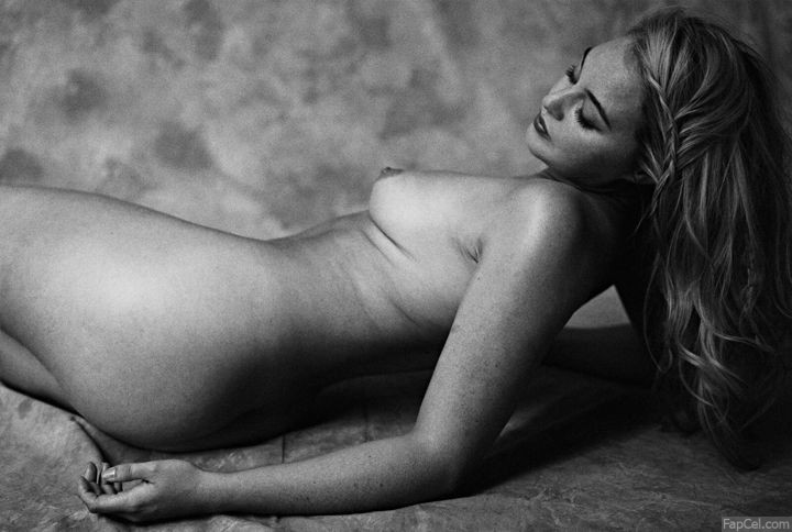 Iskra Lawrence Lying Nude
