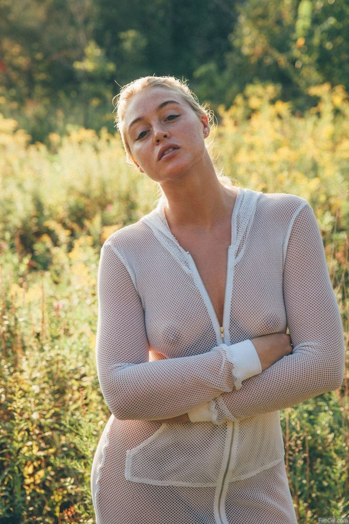 Iskra Lawrence Showing Nipples