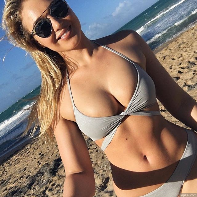 Iskra Lawrence Titties