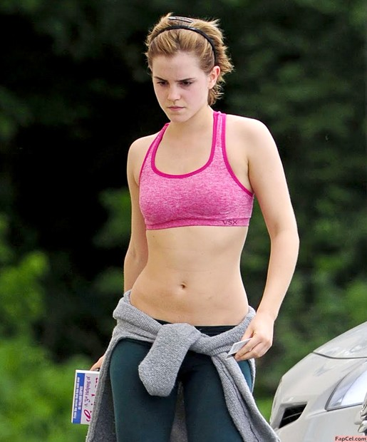 Fit Emma Watson in Sport Outfit
