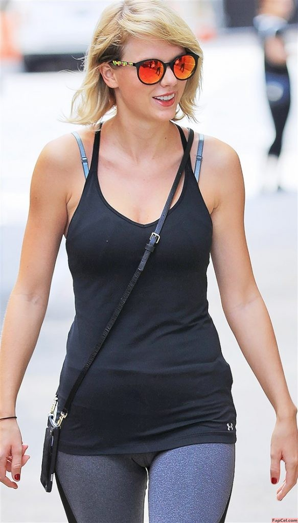 Fit Taylor Swift In Sport Wear Showing Camel Toe