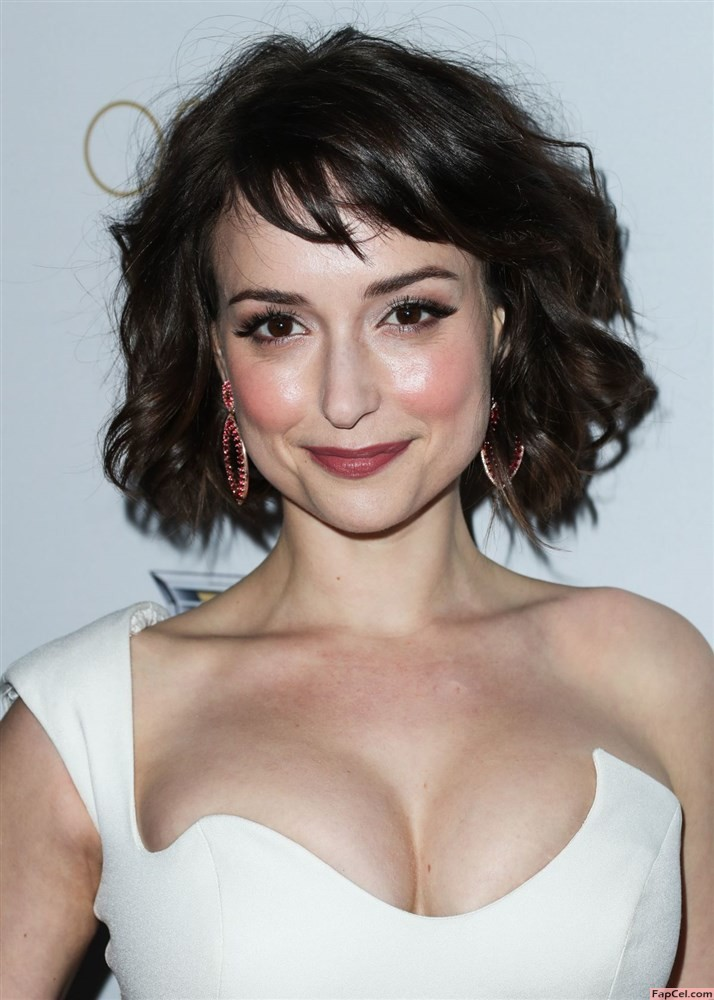Hot Milana Vayntrub on a Red Carpet